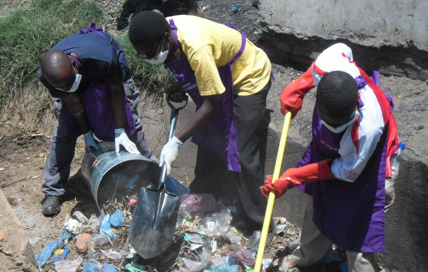 Blantyre CC cleans garbage in Malawi