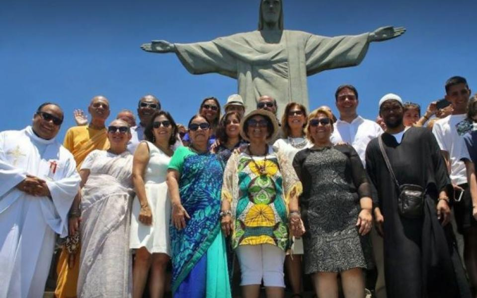 Rio Inter-Religious Movement CC celebrates WIHW 2018 - Group in front of Cristo Redentor