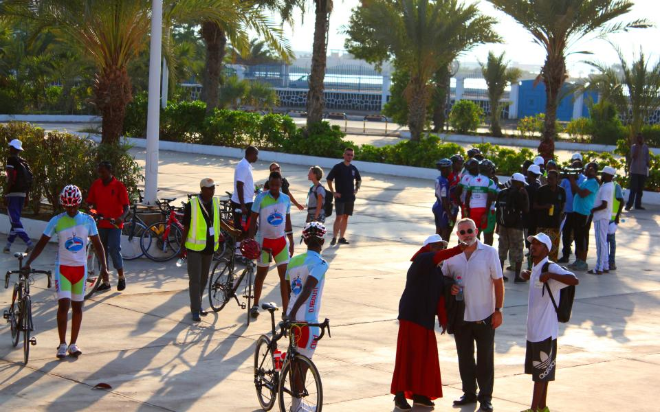 Cyclists and other participants in Djibouti